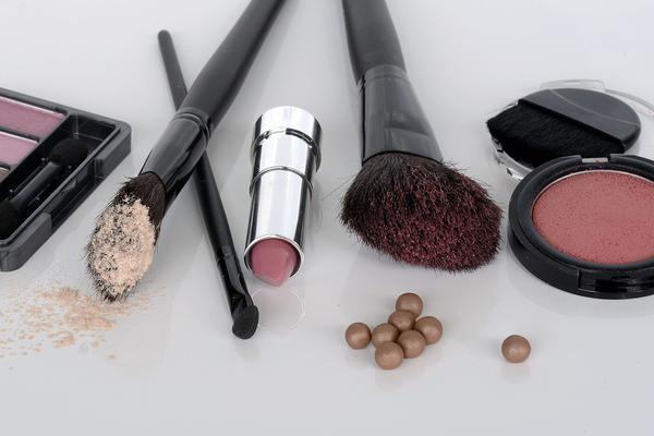 kosmetyki wegańskie do makijażu dla kobiet